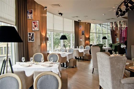 Ресторан Famous - фотография 3