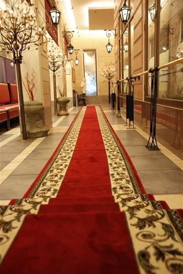 Ресторан Невский - фотография 8 - Красная ковровая дорожка
