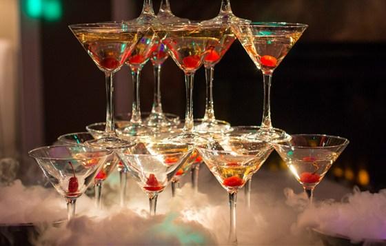 Ресторан Mon ami - фотография 7 - Горка шампанского