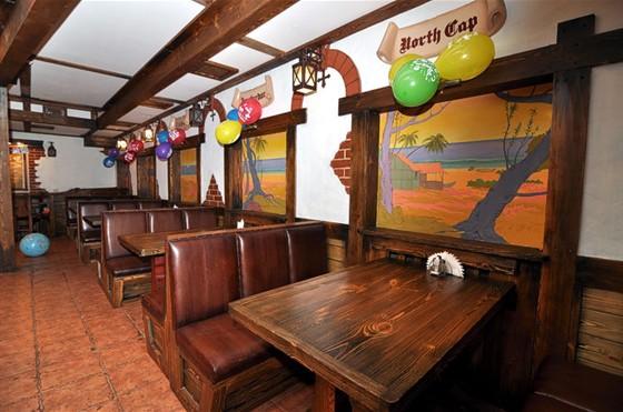 """Ресторан Трюм - фотография 4 - Банкетный зал ресторана """"Трюм"""" - копия таверны XVII века."""