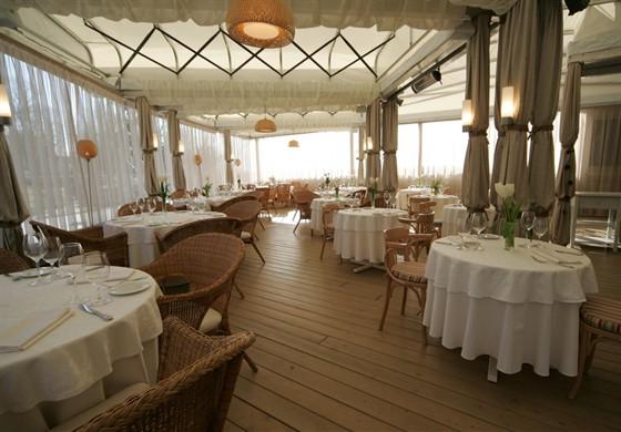 Ресторан La terrazza - фотография 6 - Летняя терраса.