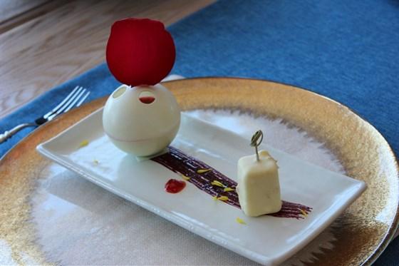 "Ресторан Panorama A.S.P. - фотография 3 - Десерт ""Роза-Жасмин"""