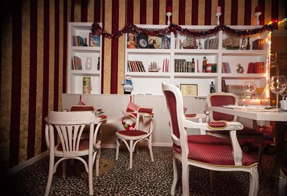 Ресторан La familia - фотография 9 - Общий зал