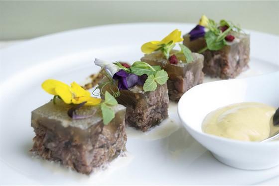 Ресторан Щислива - фотография 15 - Холодец из говяжьих щёк