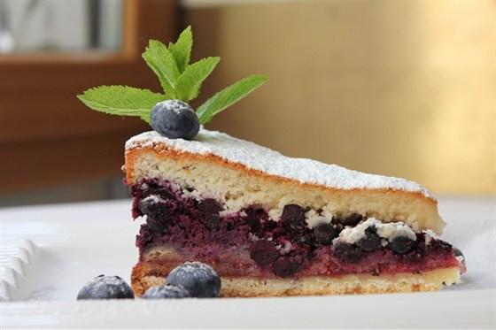 Ресторан Донна Клара - фотография 8 - Черничный пирог