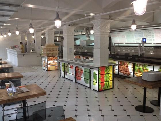 """Ресторан Столичный буфет - фотография 3 - В день открытия нового ресторана быстрого обслуживания """"Столичный БУФЕТ"""" место сразу начало обретать новых гостей."""