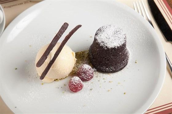 Ресторан Montalto - фотография 7 - шокоадный кекс с мороженым из хурмы