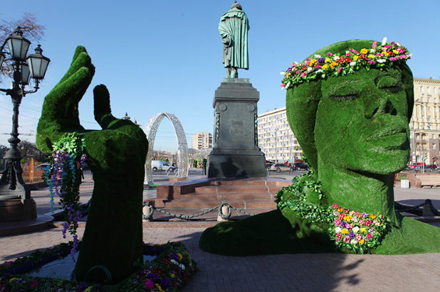 Возмутившую жителей столицы «зеленую голову» уберут сПушкинской площади
