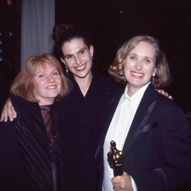 Церемония вручения «Оскара» в1994 году. Слева направо: Джен Чапман, Джанет Паттерсон ирежиссер «Пианино» Джейн Кэмпион
