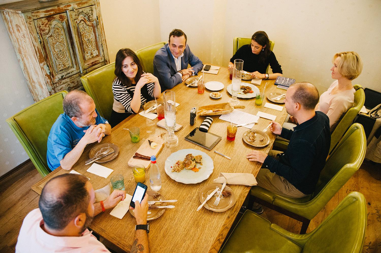 Слева направо: Таш Саркисян, Алексей Асланянц, Вардуи Назарян, Гор Нахапетян, Аруся Гукасян, Алексей Мунипов
