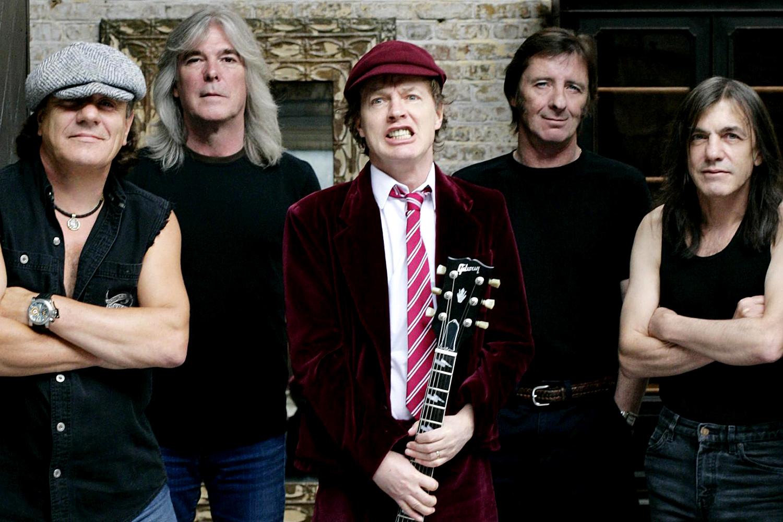Гитарист AC/DC уходит из группы