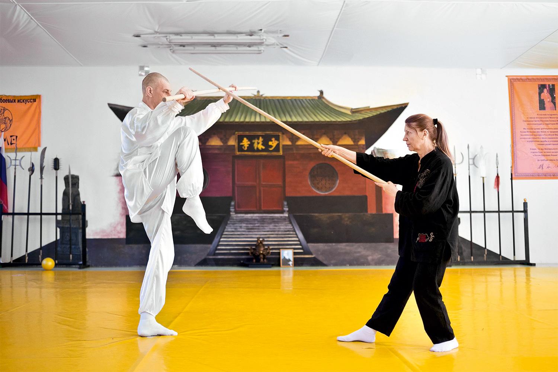 В центре «Дамо» не только учат всем мыслимым китайским и японским боевым дисциплинам, тут есть еще и театр боевых искусств