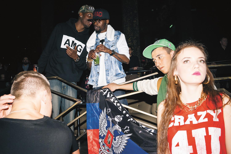 Кинг и Бени носят одежду с символикой A.M.G и кепки с собственными именами, а в их паблике можно купить худи с Путиным в короне. В ближайших планах — собственная линия одежды
