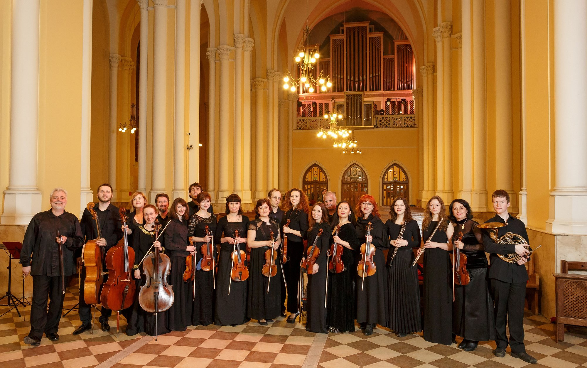 Камерный оркестр «Инструментальная капелла». Дирижер Виктор Луценко смотреть фото