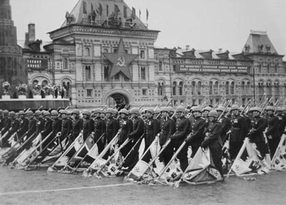 Маршалы победы: Жуков и Рокоссовский смотреть фото