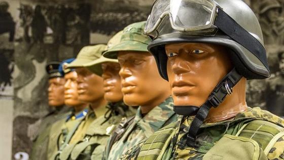 История военной формы и оружия