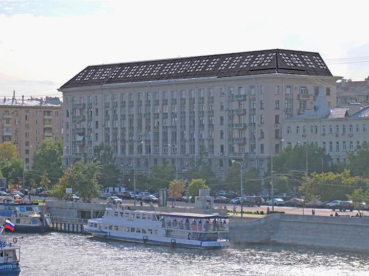 Так дом на Фрунзенской набережной должен был выглядеть с мансардой