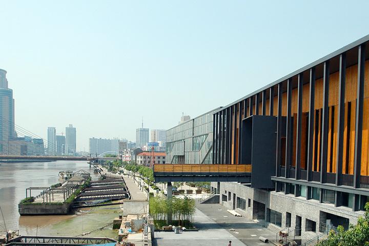 Современному искусству китайская компартия уделяет большое внимание — считается, что в каждом крупном городе должен быть свой музей современного искусства