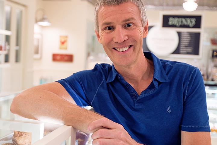 Стив Абрамс, который даже не закончил колледж, вложил в 2006 году собственный миллион долларов в кондитерскую Magnolia Bakery