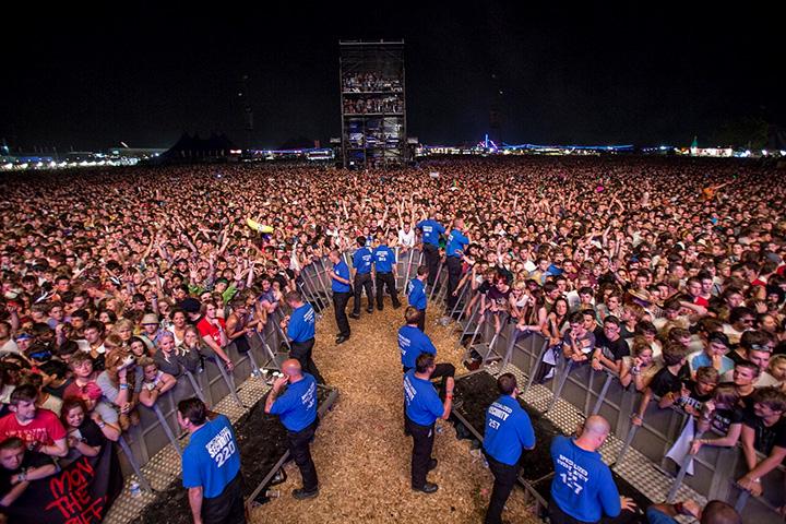 Как работает служба безопасности на гигантском концерте