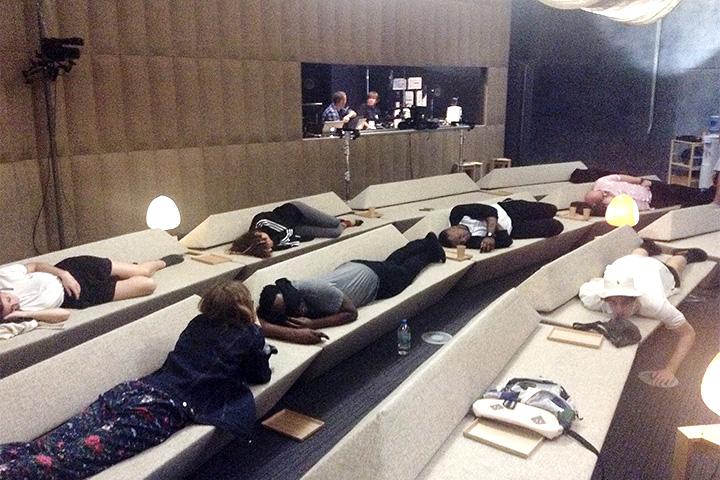 Участники вырубились после лекции прямо в лекционном зале на диванах