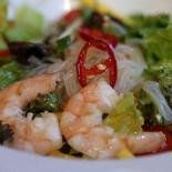 Ресторан Corner Kitchen & Café - фотография 5 - Тайский салат с рисовой лапшой и креветками