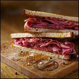 Ресторан Hudson Deli - фотография 4 - Сэндвич с пастрами