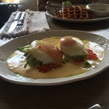 """Ресторан Хлебная лавка - фотография 1 -  яйца """"Бенедикт"""""""