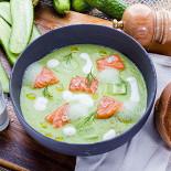 Ресторан Сыр - фотография 4 - Холодный суп из огурцов с лососем и натуральным йогуртом