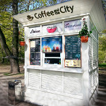 Ресторан Coffee and the City - фотография 2 - Киоск с правой стороны аллеи МГУ