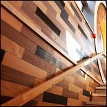 Ресторан Lambic - фотография 2 - Лестница на второй этаж
