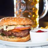 Ресторан Другой бар - фотография 3 - Сочные бургеры