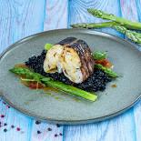 Ресторан Lambic - фотография 6 - Конгрио со спаржей и соусом из вермута