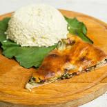 Ресторан Алан пирог - фотография 6 - Цахараджин(свекольная ботва и сыр) Пирог со свекольной ботвой и осетинским сыром