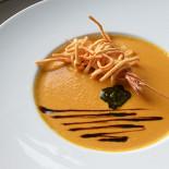 Ресторан Голубка - фотография 5 - Суп-крем из подкопченой тыквы с имбирем и креветками