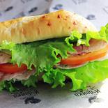 Ресторан Индейка - фотография 2 - Сэндвич с индейкой - в багете или чиабатте.