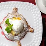 Ресторан Рецептор - фотография 3 - Грушевый пай с шариком мороженого
