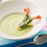 Ресторан Солнечный город - фотография 1 - Крем-суп из лука-порея с креветками