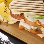 Ресторан Дружба - фотография 5 - Панини с моцареллой и томатами