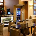 Ресторан Баловень - фотография 2 - Барная стойка и вход