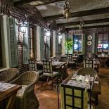 Ресторан Villa della pasta - фотография 4 - Ресторан «Villa Pasta» был задуман нами как площадка для смелого эксперимента, целью которого было перенести в Россию не только аутентичную итальянскую кухню, старинные рецепты, многовековую культуру и ритуалы приготовления домашних итальянских блюд, но и ценовую политику европейских ресторанов. Иными словами, мы хотим доказать, что настоящая домашняя итальянская кухня из поставляемых напрямую из Италии натуральных продуктов может и должна быть доступной для всех – и при этом радовать исключительным качеством и непередаваемым итальянским шармом.