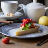 Ресторан Tatin - фотография 5 - Лимонный пирог на песочном корже