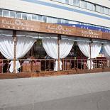 Ресторан Павлин-мавлин - фотография 5 - Летняя веранда