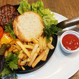 Ресторан Ембургер - фотография 1