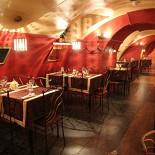Ресторан Маска - фотография 2 - Зал