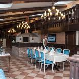 Ресторан Татарская усадьба - фотография 3 - Основной зал на 100 персон, с дровяной печью и винотекой более 150 наименования вин.