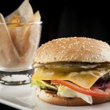 Ресторан Mary Jane - фотография 2 - Бургер из ягненка с картофельными дольками