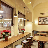 """Ресторан Щель-2 - фотография 1 - Уютная атмосфера Арт-буфета """"Щель-2"""""""