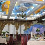 Ресторан Грин-палас - фотография 2 - Столик в главном зале.