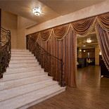 Ресторан Шалье - фотография 1 - Вход в восточный зал
